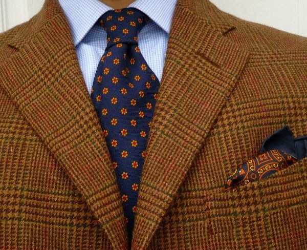 The tie and pocket square should harmonize, not match