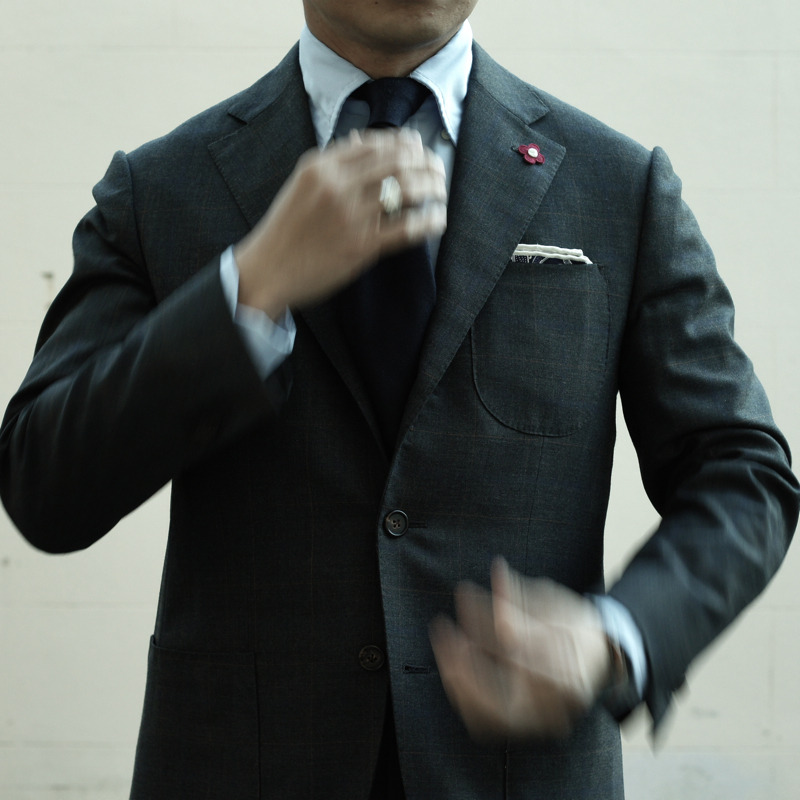 This is Hong Kong suit made in a somewhat Neopolitan style