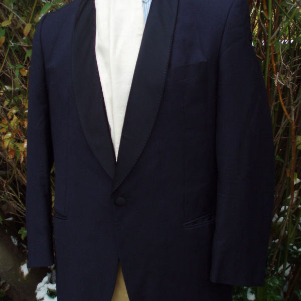 I just purchased this midnight blue dinner suit on eBay