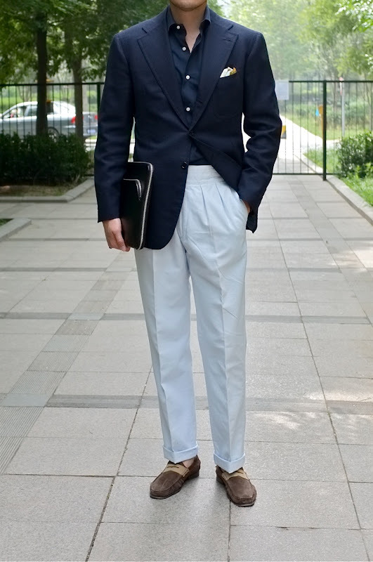 How great high-waisted trousers with pleats can look on a slim build