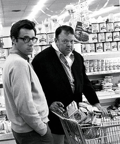 Peter Bogdanovich and Orson Welles, grocery shopping in Los Angeles